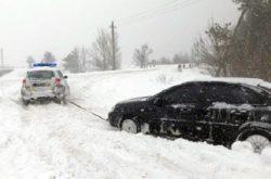 На дорогах Запорожской области ограничили движение транспорта из-за снегопада